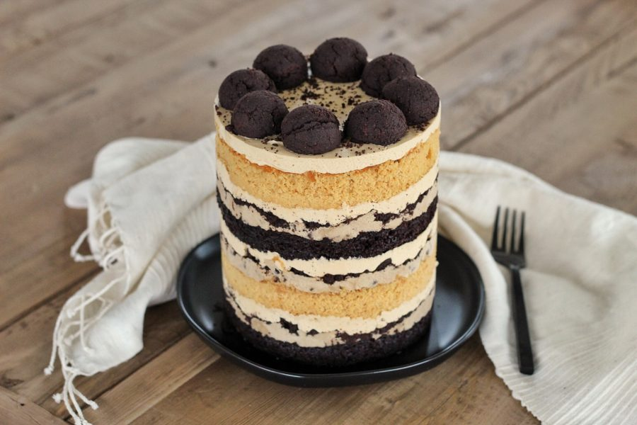 Inspired by the Tonight Dough Ice Cream, this Tonight Show Cake is made up of chocolate and caramel cake layers, chocolate chip cookie dough, chocolate cookie crumbs and peanut butter frosting #cakebycourtney #tonightshowcake #tonightdoughicecream