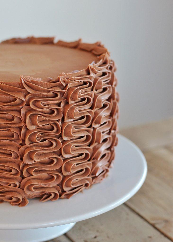 how to make the best chocolate buttercream cakebycourtney.com