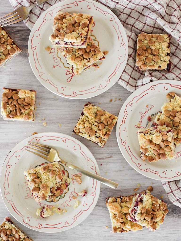 Peanut Butter and Jelly Bars - shortbread crust and crumble with jam and peanut butter chips. #pbandjbars #peanutbutterandjellybars #pb&jbars #peanutbutterandjelly #backtoschool #bars #cookiebars #snackbars