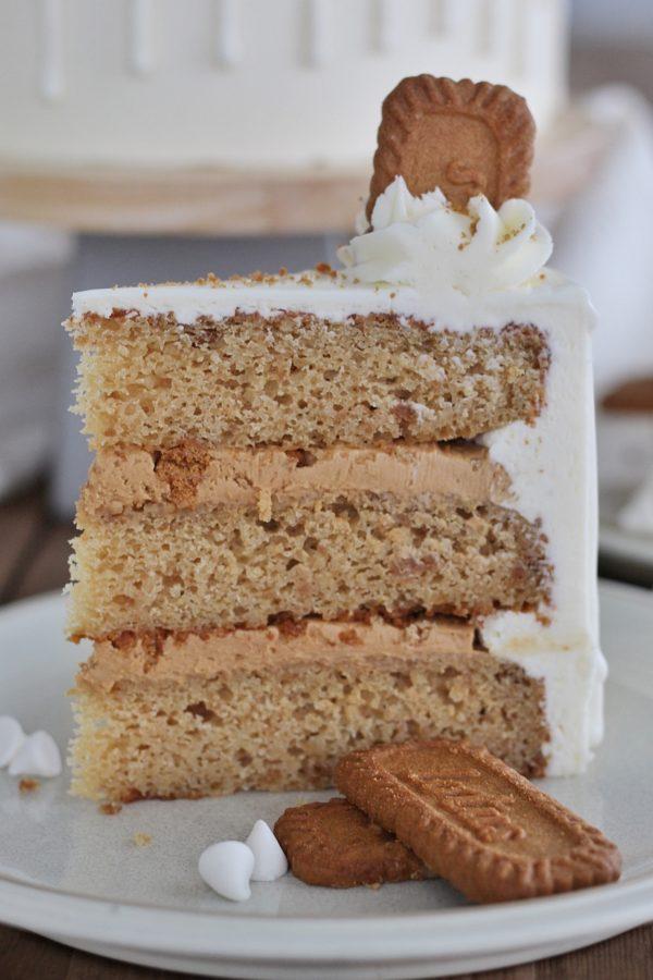 Biscoff Cake #cakebycourtney #biscoffcake #cookiebuttercake #speculooscake #thebestbiscoffcake #biscoffcakerecipe #speculooscakerecipe #cakerecipe #whitedrip #cake