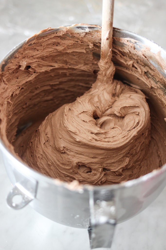my steps for the perfect rich frosting cakebycourtney.com