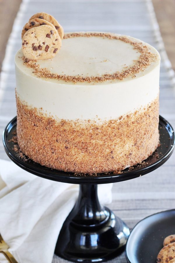 Cookie Cake: layers of yellow chocolate chip cake, baked on a chocolate cookie crust, with brown sugar frosting #cakebycourtney #cookiecake #easycakerecipe #layeredcake #chocolatechipcookiecake