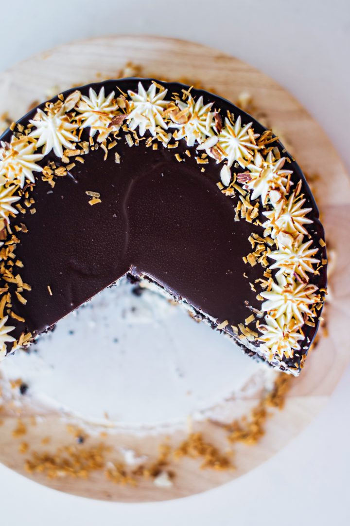 delicious almond joy cake with fresh toasted coconut. cakebycourtney.com #cake #almondjoy