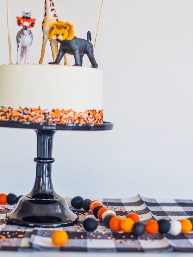 Party Animal Cake #cakebycourtney #halloweencake #easyhalloweencake