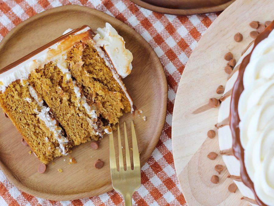 Pumpkin Gingersnap Cake #cakebycourtney #pumpkincake #gingersnap #creamcheesefrosting #cake #pumpkindessert