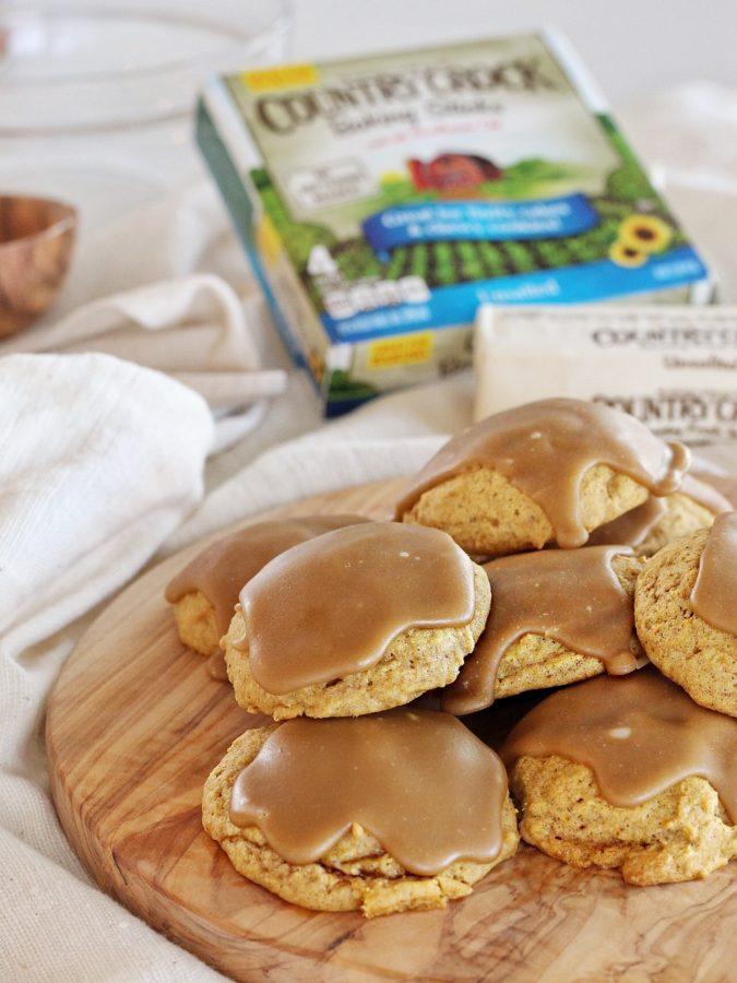 Pumpkin Cookies with Maple Glaze #countrycrock #pumpkincookies #easypumpkincookies