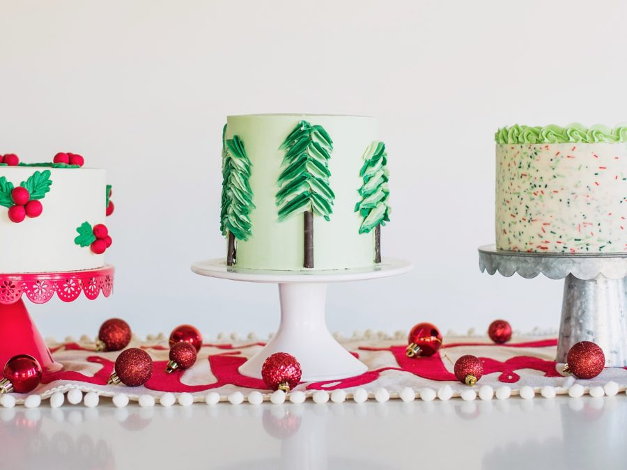 Christmas Cakes #cakebycourtney #christmascakes #cakes #holidaycakes #easychristmascakes #cakedecorating #wiltoncakes #wilton