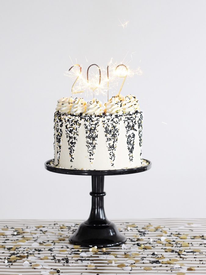 Black and White Cake: Dark chocolate cake layers with vanilla buttercream #blackandwhitecake #cakebycourtney #newyearscake #chocolatecakerecipe #chocolatecake #thebestchocolatecake #easychocolatecakerecipe #vanillabuttercream #vanillafrosting