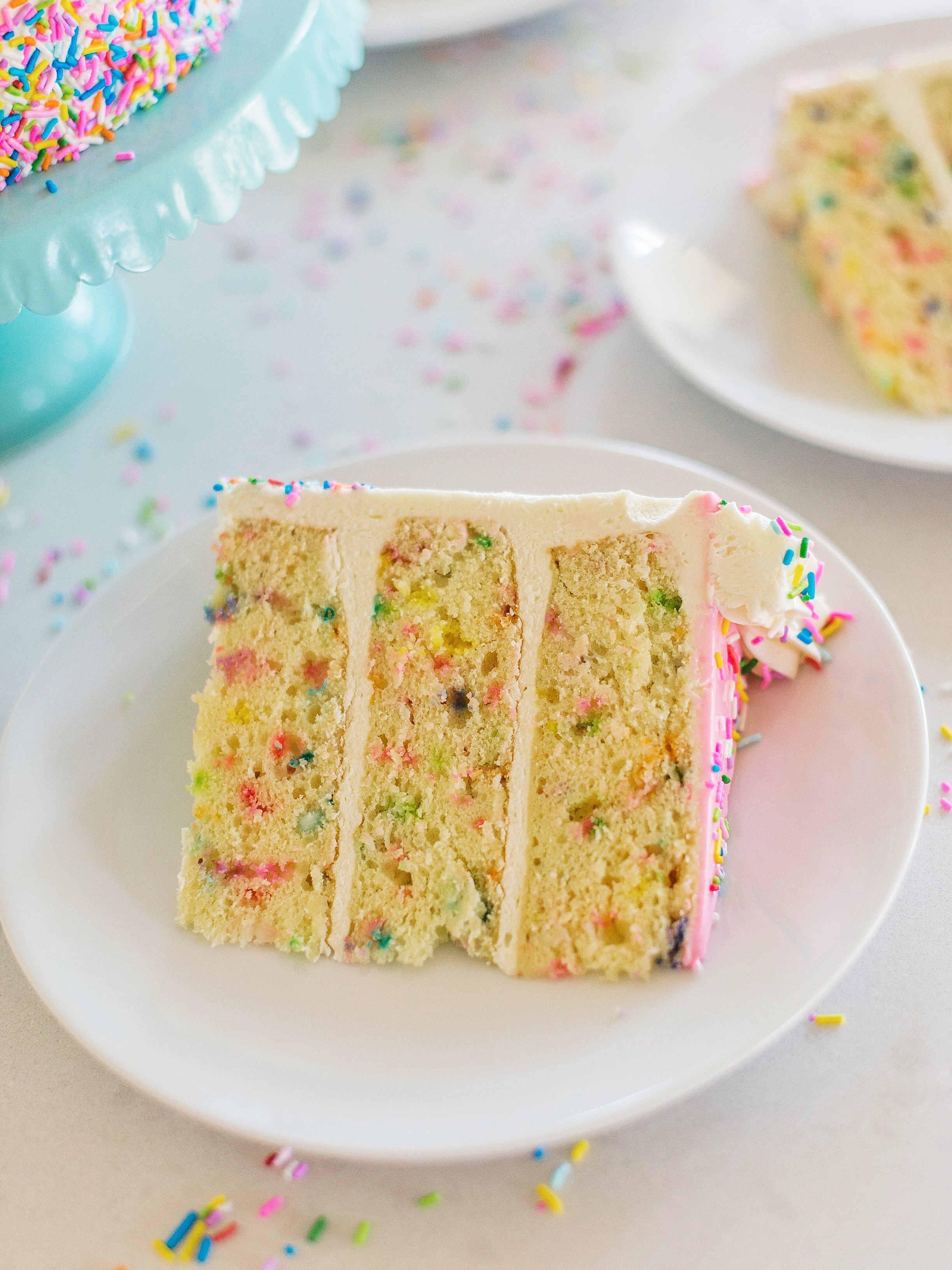 Moist and fluffy vanilla cake cakebycourtney.com
