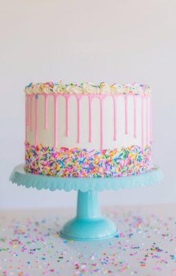 Funfetti Birthday Cake #funfetticake #birthdaycake #cake #easybirthdaycake #birthdaycakerecipe #funfettibirthdaycakerecipe #cakebycourtney #cakes