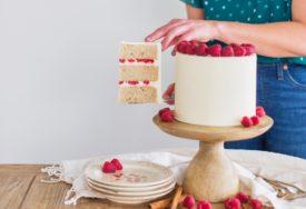 chai white chocolate raspberry cake #cakebycourtney #chaicake #whitechocolate #raspberry #chaicakeeasy #bestbuttercream