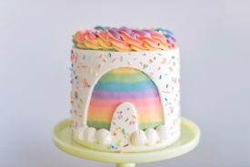 10 easy and cute St. Patrick's Day cake designs from Cake by Courtney #cakebycourtney #cakedesigns #stpatricksdaycake #stpatricksdaycakes #stpatricksdaydessert #stpatricksday #cake #cakes #rainbowcake #rainbow