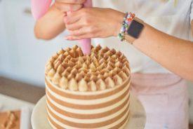 How to Make Buttercream Stripes #howtomakebuttercreamstripes #howtomakestripes #buttercream