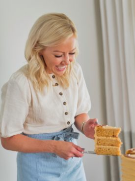 https://shop.cakebycourtney.com/collections/frontpage/products/cake-lifter