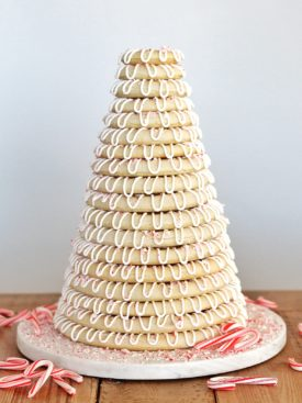 Christmas Kransekake: a traditional Norwegian wedding cake turned into a festive Christmas dessert. #kransekake #christmas #christmasdessert #bestchristmasdesserts #christmasdessertideas #Christmasdessertrecipes #scandinaviandesserts #christmascakeideas #christmascakerecipes #bestchristmascakes #holidaycakes #holidaycakedesigns #holidaydesserts #bestholidaydesserts