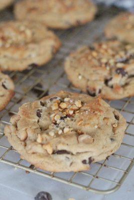 Peanut Butter Banana Chocolate Chip Cookies - #peanutbutter #banana #chocolatechip #cookies #peanutbutterbananachocolatechipcookies #easycookierecipe #quickcookierecipe #cookierecipe #bestcookierecipe