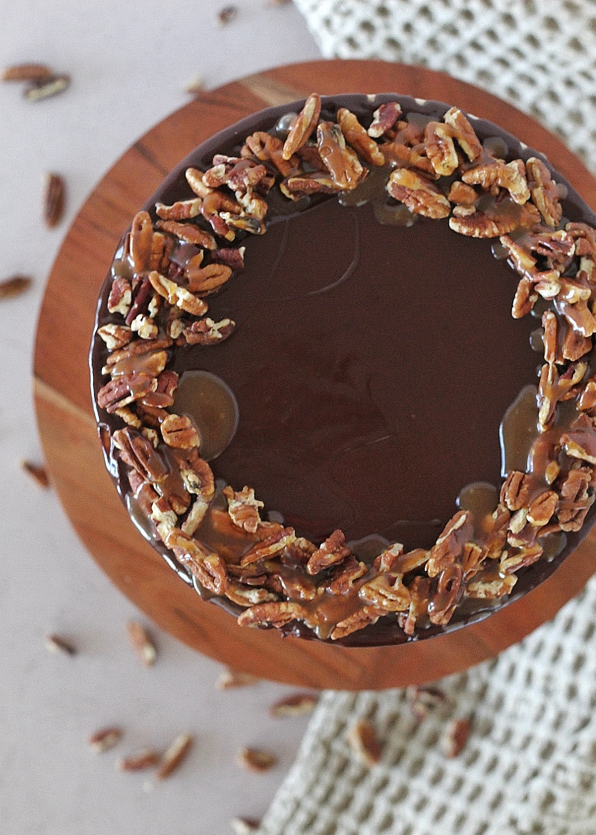 Turtle Pie Cake - rich and tender chocolate cake layers with salted caramel, toasted pecans, chocolate ganache and pecan buttercream #cakebycourtney #pecan #turtlepie #turtlepiecake #turtlepiecakerecipe #turtlepierecipe #chocolatecake #thebestturtlepiecake #thebestturtlepie