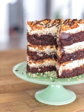 Chocolate Coconut Caramel Cake - chocolate cake, shortbread cookie buttercream, caramel coconut filling and chocolate ganache #cakebycourtney #chocolatecoconutcaramelcake #samoacake #chocolatecake #bestfathersdaycakes #fathersdaycakes #coconut #buttercreamrecipe #nakedcake