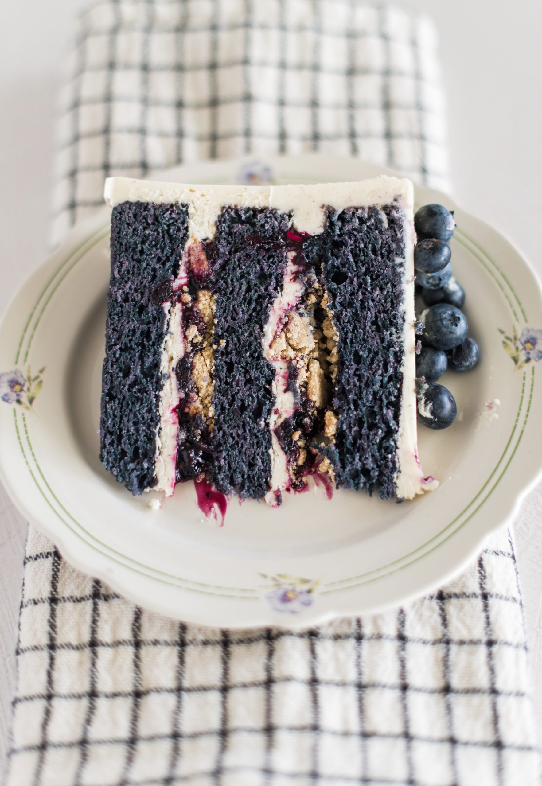 Blueberry Cobbler Cake - blueberry cake layers with vanilla bean buttercream, blueberry compote and cobbler crunch filling. #cakebycourtney #blueberrycobblercake #blueberrycobbler #blueberrycake #blueberrycakerecipe #bestblueberrycakerecipe #blueberrycobblerrecipe #summerdessertrecipes #summercakerecipes #bestsummercakes #bestblueberrydesserts #summercake #howtomakebuttercreamfrosting #howtocakeit