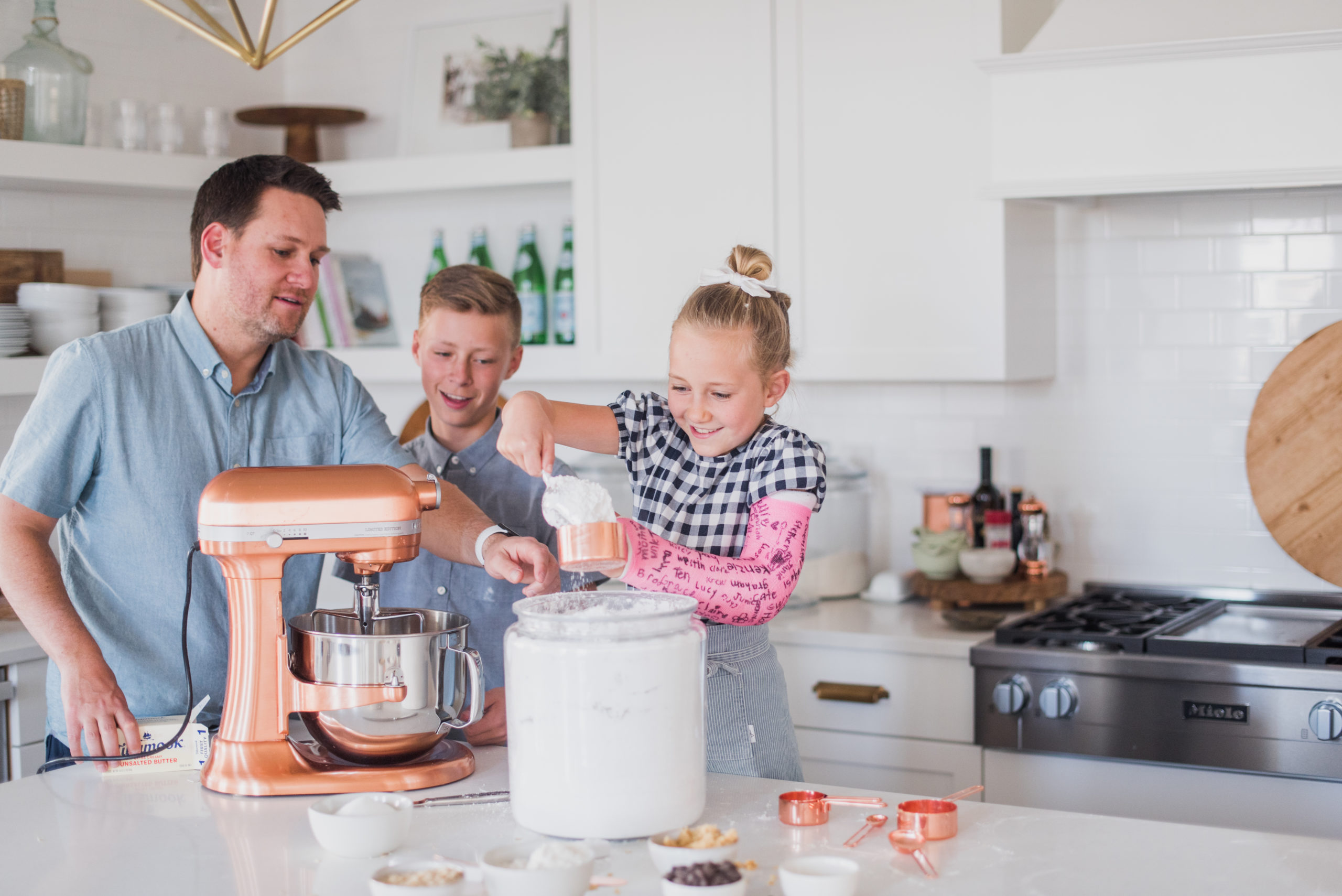 Best Cakes for Father's Day - Ryan shares his top cake picks for Father's Day: a line up of mostly chocolate and all delicious! #bestcakesforfathersday #fathersdaycakes #cakerecipes #fathersdaycakeideas #fathersdaydesserts