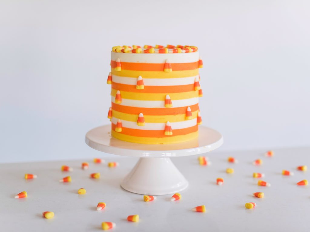 decorating tips for a candy corn cake. www.cakebycourtney.com