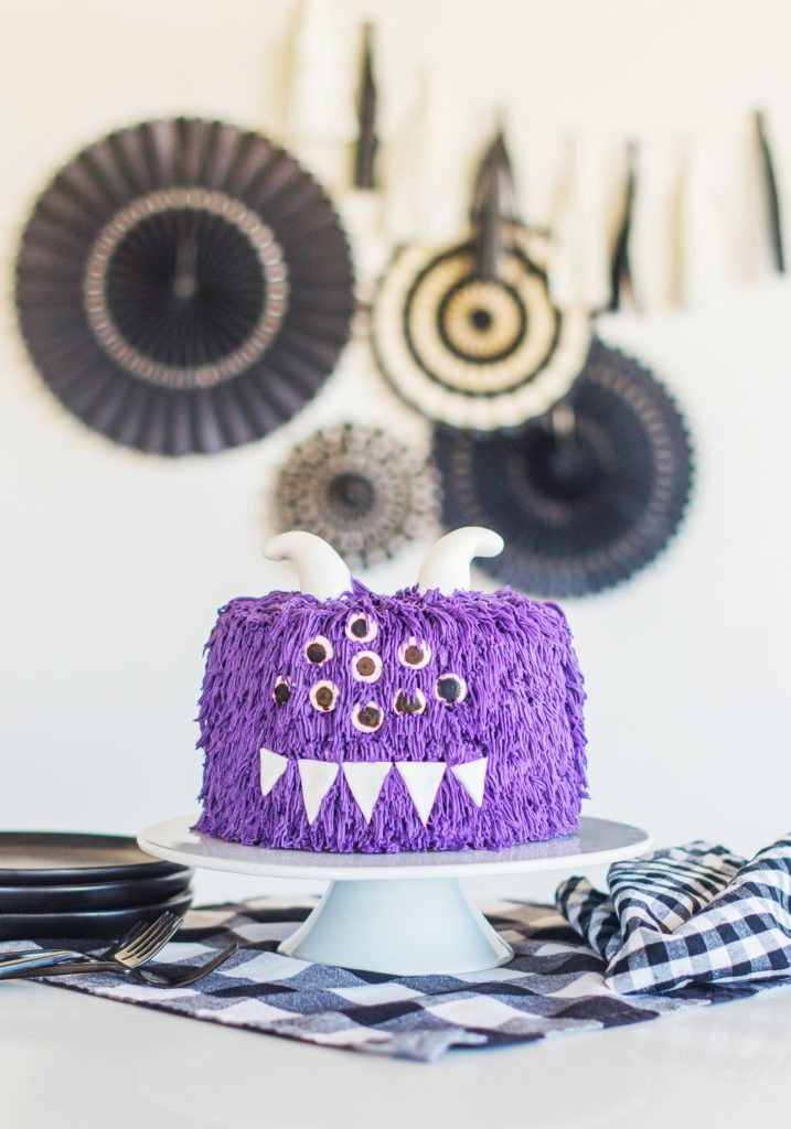 decorating tips for a halloween monster cake. www.cakebycourtney.com