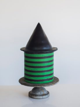 decorating tips for a witch themed cake. www.cakebycourtney.com