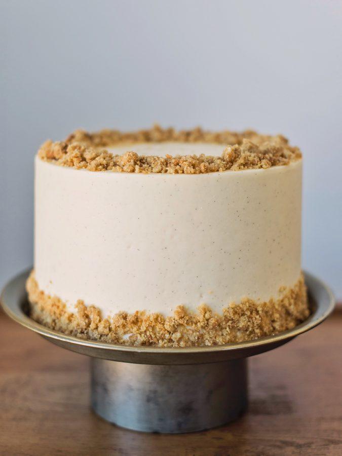 best way to bake an apple pie cake. www.cakebycourtney.com