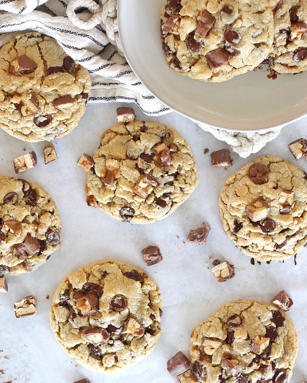 You will love these delicious and easy to make Snickers Cookies