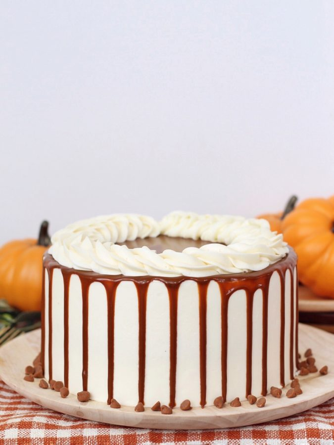 how to create a drizzle effect on your cakes. www.cakebycourtney.com