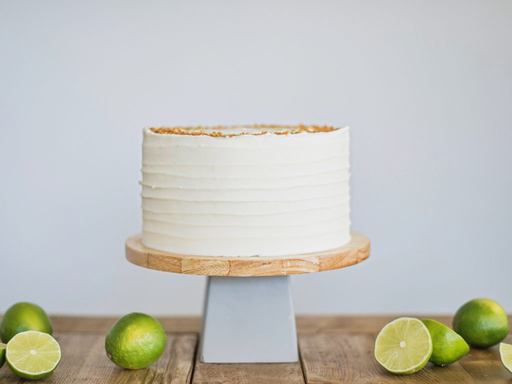 tips and tricks to mixing flavors in a cake. www.cakebycourtney.com